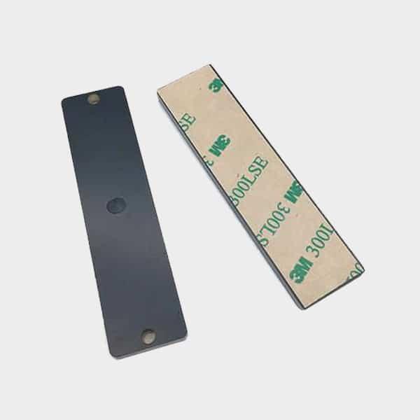 UHF RFID čip za metalizirane površine (on-metal)